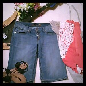 Seven7 LUXE  Cropped Jeans NWOT Size 14